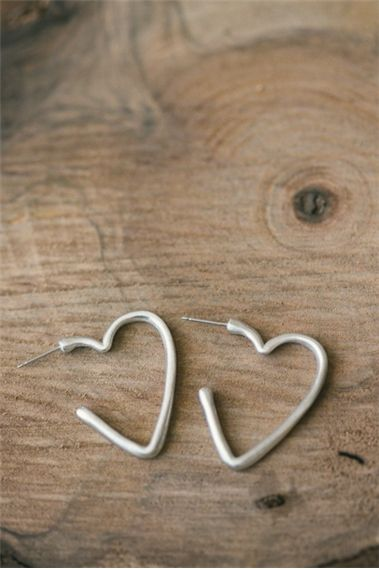 Trace My Heart Earrings {Sterling Silver}