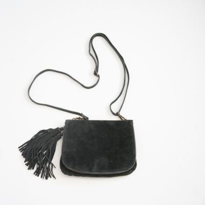 heart wide open crossbody {shadow black}